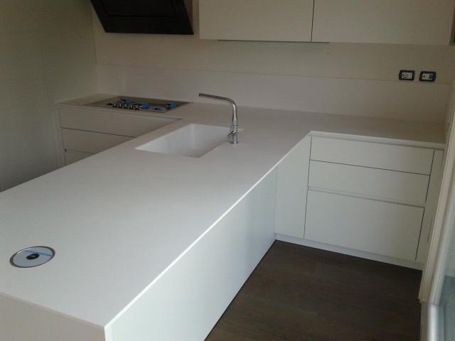 Cucina moderna in Corian Glacier White - Tecnomobili